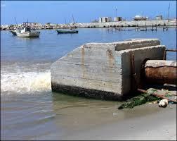 التحذير من تداعيات تلوث شاطئ قطاع غزة