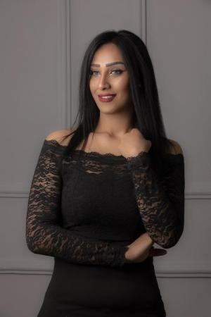 نورا محمد توصف السلطية في  نجوم السماء