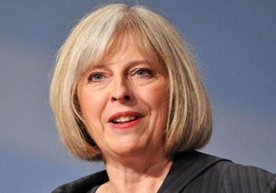 رئيسة الوزراء البريطانية تعلن نشر المزيد من القوات لحماية المساجد