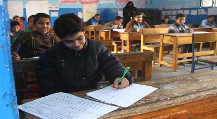 165 ألف طالب وطالبة بالصف الثالث يخضعون لاختبار وطني
