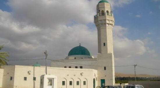 تجهيز مساجد ومقامات الصحابة في الاغوار الشمالية لموسم التنزه