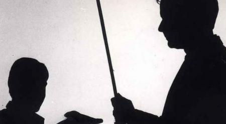 هل ستختفي العصا في المدارس الحكومية والخاصة بعد قرار التربية والتعليم بمنع الضرب قطعيا ؟