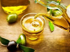 ماذا يفعل بجسمنا مزيج زيت الزيتون والثوم؟