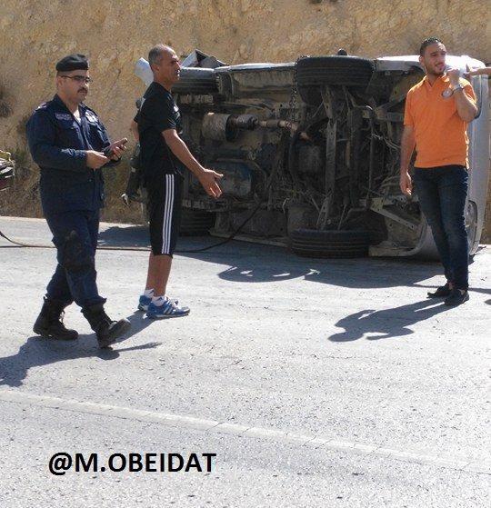 صور: حافلة مدربو ولاعبو الأولمبي تنقلب