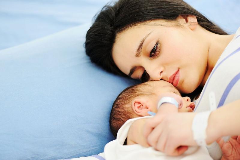 كيف أتعامل مع الإفرازات المهبليَّة بعد الولادة؟