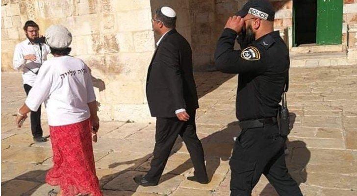 عضو الكنيست المتطرف إيتمار بن جبير يقتحم الأقصى تحت حراسة مشددة