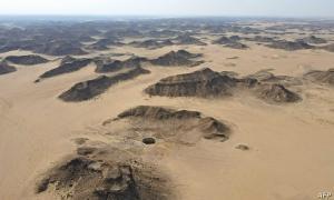 """ثعابين وطيور نافقة ..  فريق عماني يستكشف """"قعر جهنم"""" في اليمن"""