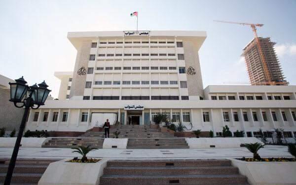 هل يعيد مجلس النواب هيبته ويحجب الثقة عن حكومة الرزاز ؟؟