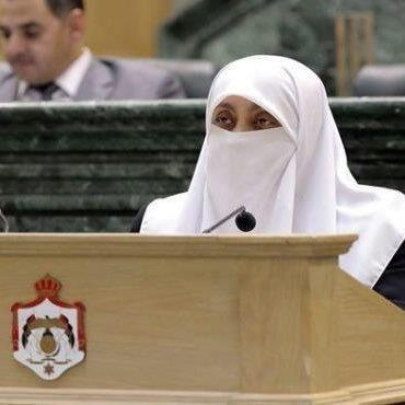 العتوم تسأل الحكومة عن نقابة أصحاب المدارس الخاصة