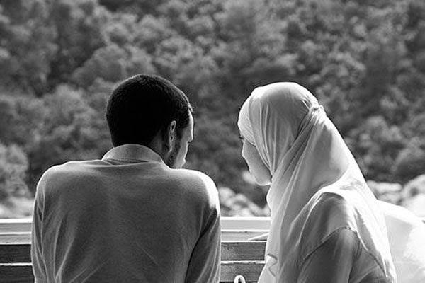 ما حكم تقبيل الزوجة في نهار رمضان؟