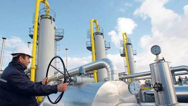خبير نفطي يتحدى الحكومة بنشر أسعار الغاز قبل نيسان