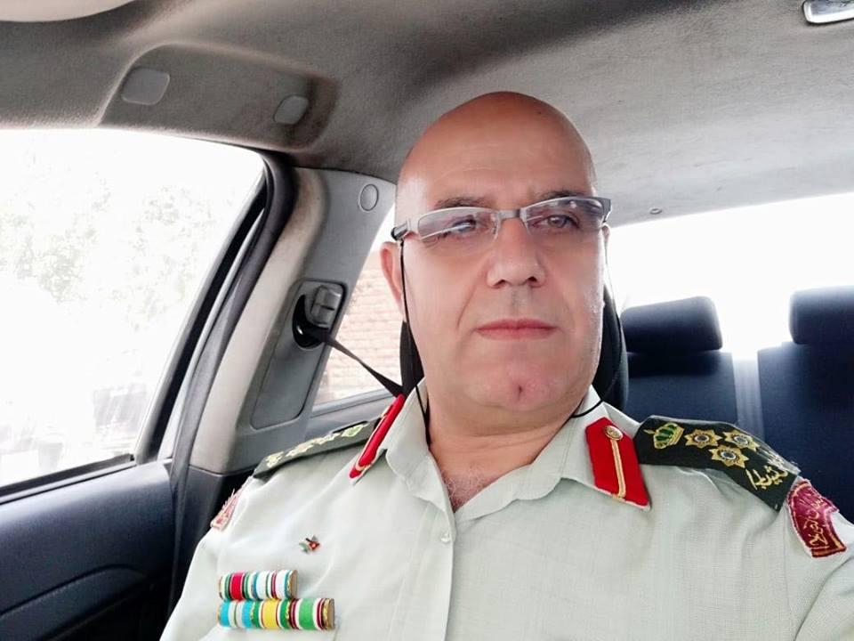 احسان ابو قمر يهنيء الدكتور عدنان ابو قمر بمناسبة ترفيعه الى رتبة عميد