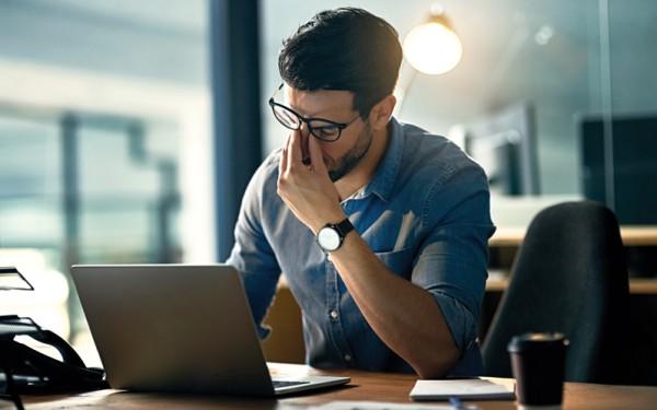 الإجهاد في العمل قد يُفقدك بصرك!