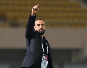 مدرب القادسية السعودي: أعطني حكمًا وسأفوز على برشلونة!
