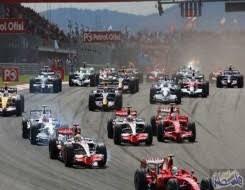 تكريم الفريق الفائز بمسابقة السيارات العالمية بماليزيا