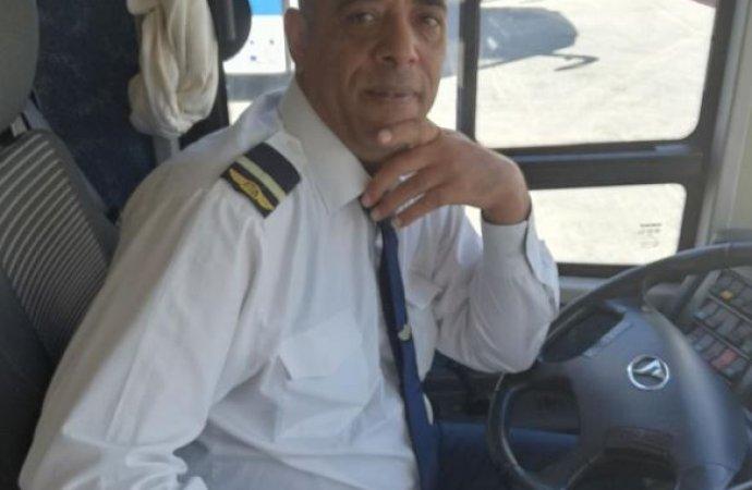 الروابدة يعتذر لسائق الحافلة بحضور رئيس الديوان