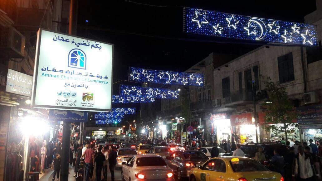 تجارة عمان تنير شوارع تجارية بالعاصمة