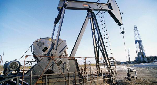 أسعار النفط تستقر قرب أدنى مستوياتها في عام ونصف