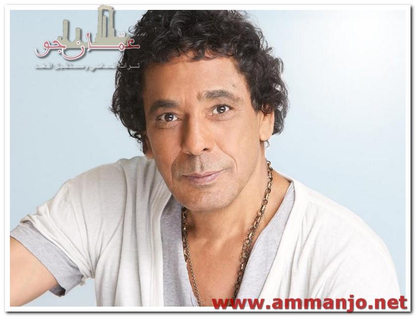 """محمد منير من غرفة العناية المركّزة:""""صحتي زي الفل""""!"""