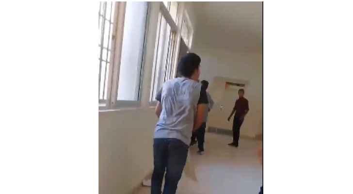 انفلات وعنف وتكسير من قبل طلبة مدرسة بالفيصلية ..  فيديو