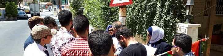 """اعتصام لطلبة """"توجيهي تركيا"""" أمام السفارة الليبية في عمان"""