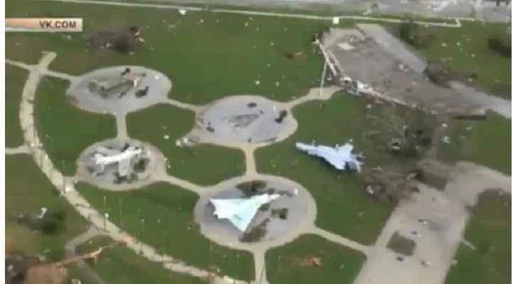 """إعصار """"مايكل"""" يخلّف دمارا كبيرا في قاعدة """"تيندال"""" الجوية في فلوريدا"""