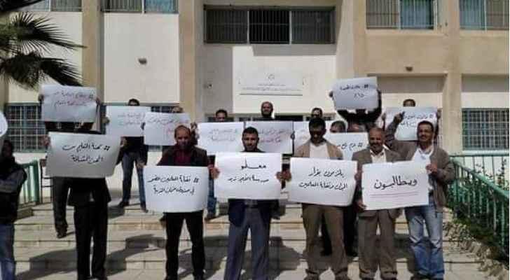 المعلمون ينفذون إضرابهم ..  صور