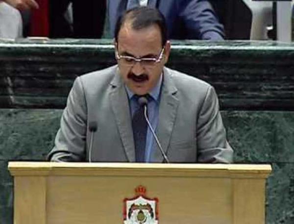 نائب يغادر اجتماع الرزاز احتجاجا على اخراج الإعلام (فيديو)