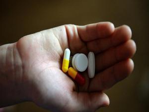 ما الفارق بين تعاطي الدواء قبل أو بعد الطعام؟