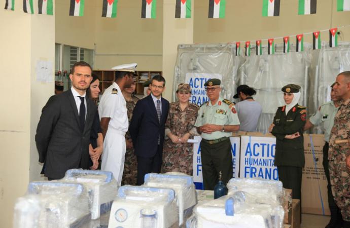 فرنسا تقدّم مواد ومعدات طبية لصالح المستشفى الميداني الأردني في غزة