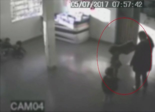 """فيديو: صدمة  ..  عاملات حضانة يعتدين على الأطفال """"جنسياً"""""""