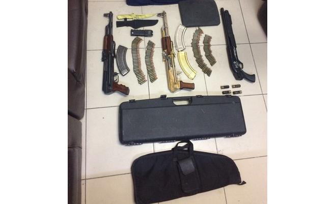 """""""امن وقائي العاصمة"""" يضبط أسلحة غير مرخصة بمنزلين في عمان"""