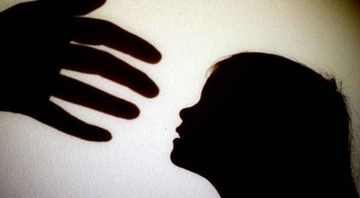 """حماية الأسرة تحتضن طفلة في السادسة من عمرها إثر تعرضها لتعذيب """"وحشي"""" من أمها"""