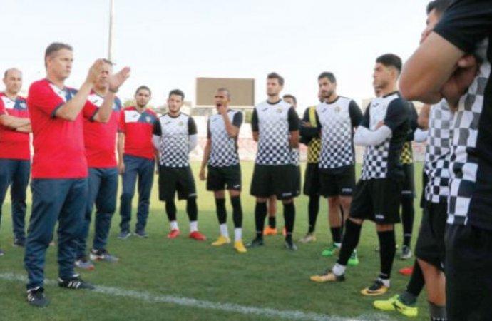 منتخب الكرة يواجه نظيره العُماني بفكر فني جديد